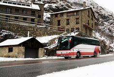 A pesar de la nieve, nuestros vehículos nunca paran. #Andorra #neu #nieve #snow #niege #publictransport #publictransportation #transportpublic #andorralavella