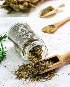 Italian Seasoning Recipe Homemade Spice Blends, Homemade Spices, Homemade Seasonings, Spice Mixes, Spice Rub, Homemade Italian Seasoning, Italian Seasoning Mixes, My Favorite Food, Favorite Recipes