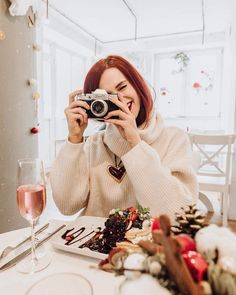 Girls With Cameras, Antique Cameras, Female Photographers, Photography Ideas, Photos, Pictures, Women's Fashion, Lady, Fitness