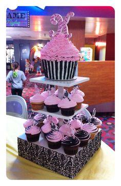 Pink Poodle Birthday Cupcakes ~ Cupcake Display.  Cupcakes & cake by: Bella Baby Cakes