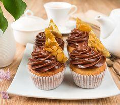Ванильные капкейки с шоколадно-ореховым кремом - вкусные проверенные рецепты, подбор рецептов по продуктам, консультации шеф-повара, пошаговые фото, списки покупок на VkusnyBlog.Ru