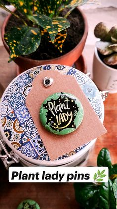 Great Women, Women In History, Pin Badges, Coloring Pages, Grl Pwr, Lady, Plants, Bee, Handmade