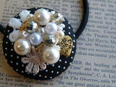 くるみボタンヘアゴム 水玉 2x Craft Accessories, Hair Accessories For Women, Pearl Brooch, Beaded Brooch, Bead Crafts, Jewelry Crafts, Bow Pillows, Hand Embroidery Tutorial, Flower Center