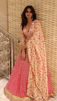 Pic Talk: Kriti Karbanda Flaunts Her Deep Cleavage Show Dress Indian Style, Indian Fashion Dresses, Indian Designer Outfits, Fashion Outfits, Indian Lehenga, Red Lehenga, Indian Saris, Indian Attire, Indian Ethnic Wear
