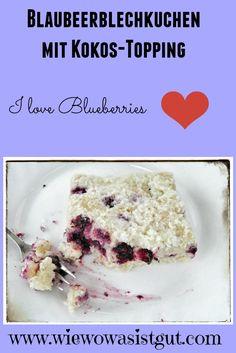 Blaubeerblechkuchen mit Kokos-Topping…frische Blaubeeren in einem Kuchen sind einer meiner Favorits (es müssen aber wirklich frische Blaubeeren sein). Zusammen mit Buttermilch und Kokos-Topping ergibt der Blaubeerkuchen ein so leckeren Geschmack, dass diesem Kuchen keiner widerstehen kann ;-).