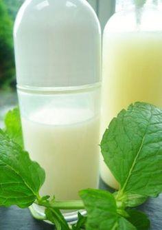 Faire soi-même un déo bio et efficace sans aluminium ni paraben est à la portée de tous ! Recettes de déodorants pour plus de fraîcheur.