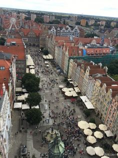 Gdansk astonishes the more you walk around. Especially after seeing pictures how destroyed the city was after WWII. See Picture, Poland, Wwii, Paris Skyline, Dolores Park, Couples, City, Pictures, Travel