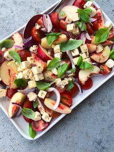 Nektarin tomatsalat - Julie Bruun Side Recipes, Low Carb Recipes, Healthy Recipes, Caprese Salad, Pasta Salad, Food N, Food And Drink, Pizza Meme, Food Trends