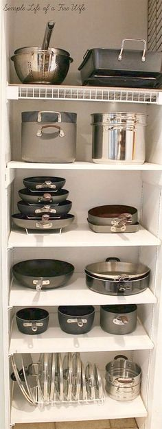 Kitchen Designs Ideas for Organizing Pots and Pans. >> Find out even more at the image - Tired of all your disorganized pots and pans? Get you kitchen organized easily with these 10 awesome tips for organizing pots and pans! They're so easy to implement! Kitchen Ikea, Small Kitchen Storage, Kitchen Pantry, Kitchen Decor, Kitchen Shelves, Pantry Storage, Smart Kitchen, Kitchen Small, Country Kitchen