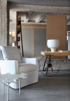 Loft home by esé studio Casa Loft, Loft House, Warehouse Loft, Studio Table, Interior Architecture, Interior Design, Industrial Interiors, Industrial Loft, Brutalist