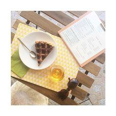 Je vous attends pour le gouter ... La boutique est ouverte jusqu'à 18h.  Et il y a 20% de réduction sur certains articles !  #libellule #boutique #cafeboutique #creationfrancaise #madeinfrance #alsace #selestat #monalsace #3ruedu17novembre #cafe #cafeboutique #deco #faitmains #faitmain #madecoamoi #ideecadeau #terrasse #conceptstore #original #lieuunique #pause #gouter #gateau #tarte #food #braderie
