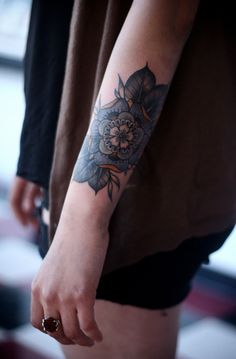 I love this! Could be perfect for a cover up for the one on my arm!