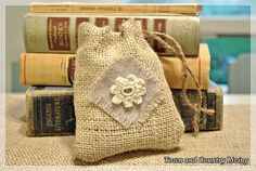 Diy Burlap Bags, Burlap Sacks, Burlap Crafts, Jute Bags, Diy Crafts, Drawstring Bag Diy, Drawstring Bag Tutorials, Reusable Tote Bags, Burlap Projects