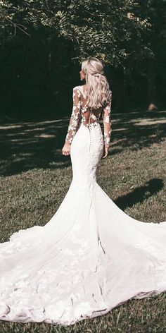 A wedding dress, as we all know is a dress which is worn by the bride on her wedding day. The color and the style of the wedding dress can depend on the cultural and the religious traditions. A sexy wedding dress can. Dresses Elegant, Elegant Bridesmaid Dresses, Wedding Dresses 2018, Wedding Dress Trends, Wedding Dress Styles, Bridal Dresses, Wedding Ideas, Vintage Dresses, Wedding Dress Shopping