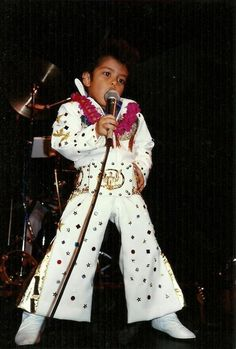 Childhood photo of Bruno Mars  http://celebrity-childhood-photos.tumblr.com/