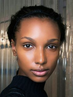 How to Even Out Discoloration on Darker Skin Tones via @byrdiebeauty