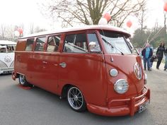 VW Split Window Bus - Colour is Tomato Soup Red (Owners Description) Volkswagen Type 2, Bus Camper, Vw T5, Volkswagen Bus, Campers, Ferdinand Porsche, Samba, Combi T1, Vw Caravan