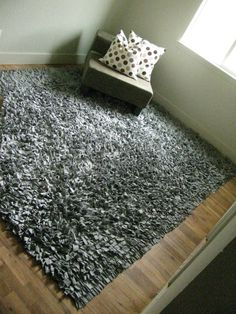Recycled tshirt shag rug!  (Totally going to make one.. I <3 them)