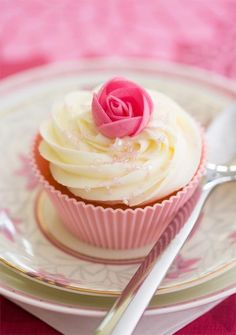 Tasty And Healthy Recipes Fancy Cupcakes, How To Make Cupcakes, Baking Cupcakes, Yummy Cupcakes, Cupcake Cookies, Sweet Recipes, Cake Recipes, Healthy Recipes, Brulee Recipe