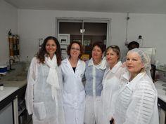 Anne BOICHUT (responsable du laboratoire) en compagnie d'Huguette LEPERLIER - Catherine RAMBOER - Laurence MASCAREL et Céline GOURRAU (DP Île de la Réunion)