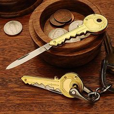 Keychain Pocket Knife: Key-Shaped Pocketknives, Key-Ring Jacknife