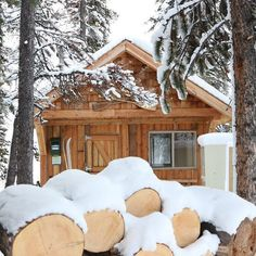 Winter wonderland serene getaway.  This hidden day use cabin is easy to get to.  #myjasper @tourismjasper @freeski_area @wanderlustalberta @in2nature by explorejasper