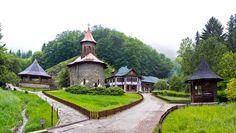Manastirea Prislop lacasul de cult cel mai vizitat din zona Transilvaniei. Cel mai important si cunoscut obiectiv al Manastirii Prislop este mormantul parintelui Arsenie Boca