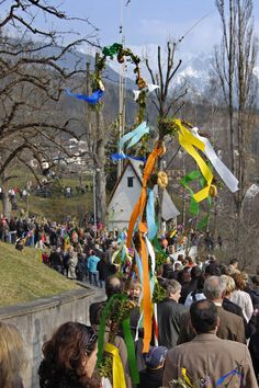 The tradition of palm bushes, palm slats and processions is known in Tyrol already more than a thousand years.
