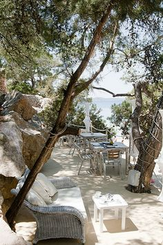 El Chiringuito at Cala Gracioneta, secluded Ibiza beach restaurant es realmente precioso! Menorca, Ibiza Formentera, Ibiza Strand, Ibiza Fashion, Balearic Islands, Beach Bars, Ansel Adams, Amalfi Coast, Porches