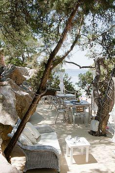 Chiringuito an der Cala Gracioneta auf #Ibiza. Geheimtipp. http://www.ferienwohnungen-spanien.de/Ibiza-Provinz/artikel/was-man-auf-ibiza-alles-erleben-kann