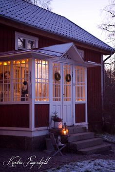 I mitt paradis: the glass veranda, an early morning in december (Step Back Pictures) Interior Color Schemes, Interior Paint Colors, Interior Painting, Sas Entree, Enclosed Porches, Front Porches, Paint Colors For Living Room, Farmhouse Interior, Swedish House