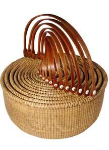 Beautiful set of nesting Nantucket baskets Nantucket Baskets, Nantucket Island, Old Baskets, Wicker Baskets, Woven Baskets, Rattan, Basket Bag, Weaving Art, Basket Weaving