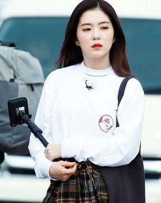 Red Velvet Irene, Velvet Fashion, Korean Bands, Seulgi, Female, My Style, Celebrities, Blouse, Pretty