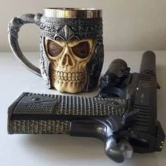 Post on gunsblades Sig 1911, Luxury Mens Clothing, Love Gun, Stuff And Thangs, Firearms, Nespresso, Hand Guns, Old School, Weapons