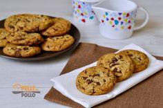 Cookies americani con cioccolato fondente a pezzetti. Biscotti semplici e veloci da preparare, croccanti e golosissimi, perfetti per le vostre pause dolci.