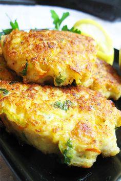 Кабачковые оладьи с курицей  Смесь перцевпо вкусу Сольпо вкусу Масло растительное50 мл Куриное филе500 г Чеснок2-3 зуб. Морковь1 шт. Лук репчатый2 шт. Кабачки2 шт. Яйцо куриное2 шт.