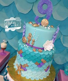 """3,619 Likes, 159 Comments - RosaMaria 🌹⚾️⚾👮🏻 🇳🇮🇺🇸🇨🇺 (@cakesbyrc) on Instagram: """"#fbf #mermaid inspired #cake #underthesea #gold #teal #ombre #scale #glitter #sparkly #sparkle…"""""""