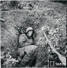 """Puolustusvoimat julkaisi keväällä internetissä 170 000 SA-kuvaa ja alkuperäiset kuvatiedot: """"Vetäytymist&a… History Of Finland, Korean War, Vietnam War, Old Photos, World War, Wwii, Winter, Creepy, Military"""
