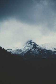 El susurro de tus palabras están atrapadas en la brisa del viento.