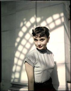 Audrey by Arthur Rothstein,New Yo. Audrey Hepburn Outfit, Audrey Hepburn Mode, Audrey Hepburn Photos, Audrey Hepburn Wallpaper, Gamine Style, Fair Lady, Cinema, Old Hollywood, Role Models
