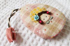 小九818_新浪博客 Key Bag, Key Covers, Beautiful Bags, Felt Crafts, Cover Design, Hand Embroidery, Sewing Projects, Quilts, Christmas Ornaments