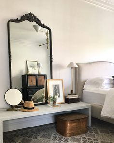 Eclectic bedroom design by Alison Giese Interiors Home Interior, Interior And Exterior, Interior Design, Luxury Interior, Contemporary Interior, Antique Interior, Contemporary Kitchens, Antique Decor, Gray Interior