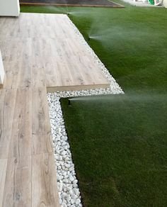 Grass off the back patio or along a sidewalk Deck Landing Ideas, Garden Edging, Back Gardens, Small Gardens, Outdoor Gardens, Veranda, Backyard Landscaping, Dream Garden, House Landscape