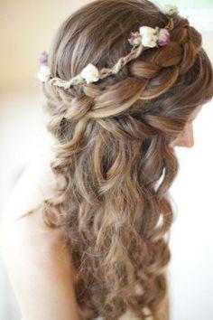 hochzeitsfrisuren ideen-haarlocken flechtfrisur-filigrane Blüten