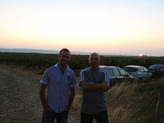 Raul Acha y Pedro Múzquiz en la Finca Maetierra, amaneciendo en vendimia