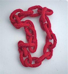 Collar cadena de lana hecho con tricotín