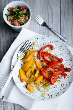 Let the pumpkin fun begin! The recipe of baked pumpkin and sweet peppers with couscous on the side on annuschka.com