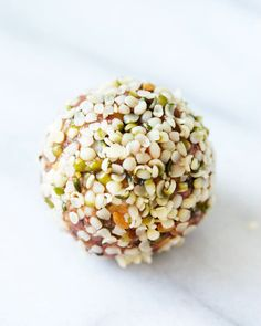 Super Seed Truffles - These bite-sized balls of energy are the perfect, nutrient-dense snack to take on the road (or savor as a healthy dessert)…. Vegan Snacks, Healthy Treats, Vegan Desserts, Raw Food Recipes, Healthy Eating, Healthy Recipes, Healthy Foods, Clean Eating, Hemp Seed Recipes