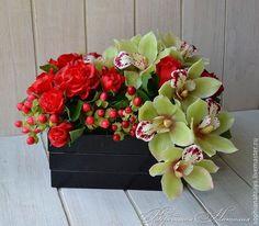 букет с цимбидиумом и розами из полимерной глины