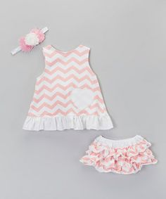 This set is swinging with style! Boasting a darling swing top with ruffled hem, some oh-so-comfy bloomers and a matching headband, these pieces will be pulled from the wardrobe time and time again.